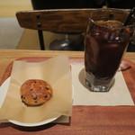 イズマイ - スイーツ・セット:チョコレート・スコーン、イズマイブレンド アイスコーヒー2