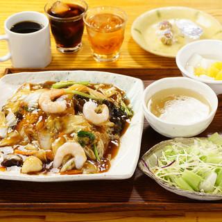 コーヒー、デザート、ご飯がおかわり自由のランチ500円代〜