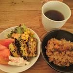 59469858 - サラダバーからいただいてきたサラダと炊き込みご飯と温かい麦茶