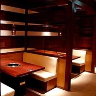ゆったりとした空間が人気の個室は宴会やご家族でのお食事シーンに最適!