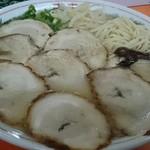 防府一ラーメン - チャーシュー麺  (ゆで卵のせ忘れバージョン) 後で小皿で出てきました。