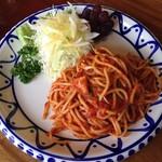 食事珈房 はしら - ナポリタン(野菜サラダ添え)