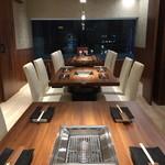 焼肉ダイニング GYUBEI - 最大14名様までご案内可能な大型完全個室のテーブル席