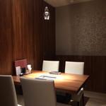 焼肉ダイニング GYUBEI - 接待に使える完全個室のテーブル席(4名様迄)壁・扉付の完全個室ですので、接待・商談などのビジネスユースにもご安心してお使いいただけるテーブル席です。