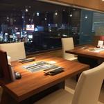 焼肉ダイニング GYUBEI - 新宿の夜景が見える開放感のあるテーブル席(2~8名様) 小田急新宿ミロード9階から新宿駅や東京副都心高層ビルが眺望いただけます。