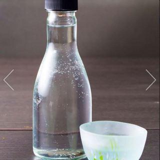 提供方法にも一工夫。特注の一合瓶で色々なお酒を愉しんで下さい