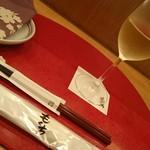 青山 もくち - 一人でふらりと訪問。きんと冷えた白ワインが有難い。