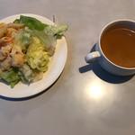 にぐるまやダイニング - 料理写真:自家製野菜サラダとスープ