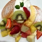 59487514 - 季節のフレッシュフルーツパンケーキ