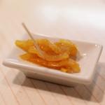 カクテルバー しろ - 柚子皮の蜂蜜漬け