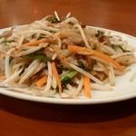 四川園 - もやしと肉炒め、¥650。