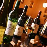 ルヴァン - オーナー厳選のワインは3000円台が中心
