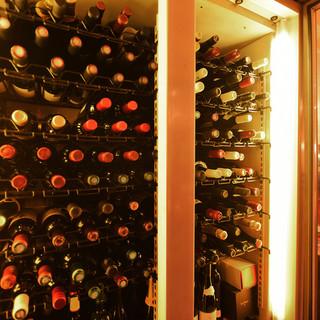 ソムリエオーナー厳選のフランスワインは3,000円台が中心。