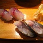 立ち喰い寿司とビオワイン ふく  - サバを、生と〆たもので食べ比べ