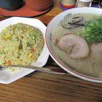 麺篤屋 - 豚骨ラーメン530円に+150円でミニチャーハンをつけれます。めんとく屋の最強セット!