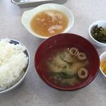 天ぷら 丸和 - 料理写真:まず、基本のご飯 味噌汁 天つゆが用意されます