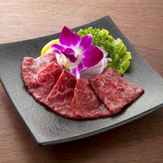 厳選されたA5ランクの黒毛和牛や伝統の味をご堪能ください!