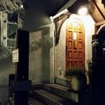 カフェ ド ラフェット - カフェ ド ラフェット 入り口のほのかな灯り