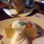 ごはんカフェ 三郎 - 追加のデザート・薩摩芋のケーキとコーヒー(450円)