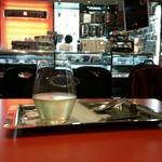 イリーカフェ - グラスワイン(300円)