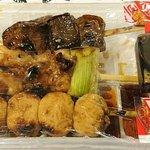 あべちゃん - あべちゃん 麻布十番店 レバ・鳥・つくね 税込各160円 包装形態  タレと七味2袋が付きます