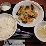 59533135 - 豚肉とキクラゲのたまご炒め定食 ¥500-