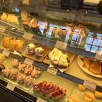 atelier BASEL - ケーキのショーケース