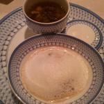 横濱元町 霧笛楼 - 国産・牛肉と根菜類のポトフ仕立て 茸のブルーテとそのソテー 白トリュフ油の風味 泡雪見立てと共に