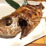 魚旬 - 喉黒塩焼き。その名の通り喉の中は黒い。