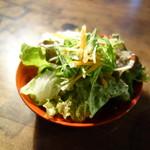 三番山下 - サラダ、ドレッシングは酸っぱい系(バルサミコス系~)