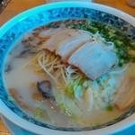 ざぼんラーメン - 料理写真:ざぼんラーメン 850円 あっさり塩味、麺の弾力、ボリューム野菜と懐かしい一杯