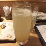 酉たか - あらごしもも ソーダ割り ¥750  生絞り生姜サワー¥500も爽やかで美味しかった。