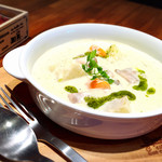 クイーンズ スープ カフェ - 豚肉のバジルクリームシチュー