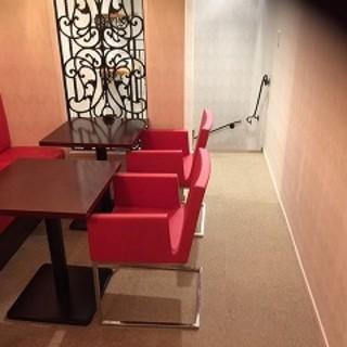 2階にテーブル席が出来ました。10名様までご利用になます。