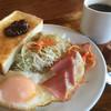 Burajiriansanjiyou - 料理写真:ホットコーヒー380円とAモーニング