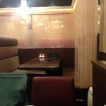 天香回味 - 2016年10月:レースカーテンで仕切られて個室風の店内