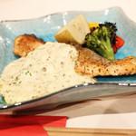 LIVE&鉄板居酒屋 二代目らんま - シャケのバター焼き 自家製タルタルソースを乗せて