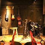 LIVE&鉄板居酒屋 二代目らんま - ライヴスペース、楽器充実!ステージで演奏やライブを行っております!