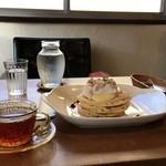 カフェ トケトケ - マロンクリームと信州真島産カシスのパンケーキ+ケニアの無農薬栽培紅茶のセット