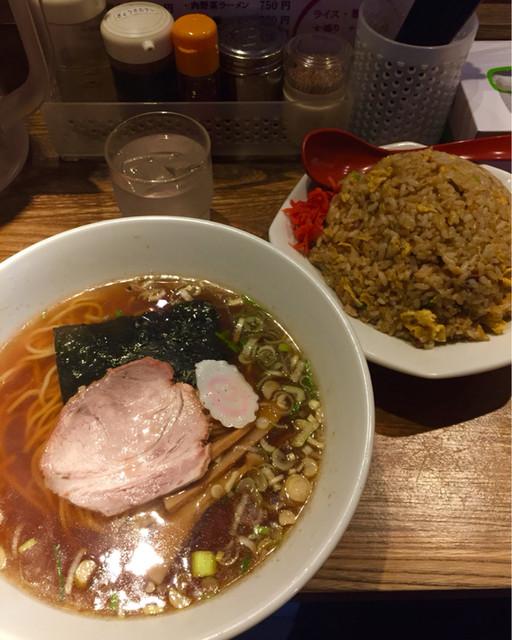中華屋 啓ちゃん - ラーメン450円税込とチャーハン650円税込