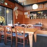 のんきや - テーブル席と座敷席