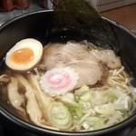 拉麺 閏 - 塩(750円)