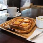 KAKO - ブレックファーストメニューBセット 十穀パンのピザトースト・サラダ☆