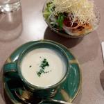 津々井 - セットのポタージュとサラダ