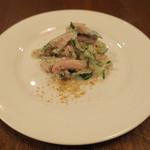 ワシン トーキョー - お通し:ツナとキュウリのサラダ なまり節がけ1