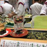 59579931 - 先日、福岡市中央区大名エリアに滞在していた時にひょうたん寿司で夕食を食べてきました。天神エキチカでは有名らしいひょうたん寿司系列の回転寿司とあって、店内には職人がいっぱいです!