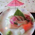やひろ - 刺身はイカや鯛等玄界灘で獲れた新鮮なお魚の刺身が5品目