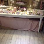 プティビズ - ピンクのファニーな店内。