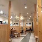 味噌蔵 麺四朗 - 店内