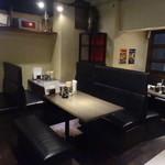 麺酒房 実之和 - 店内(テーブル席)